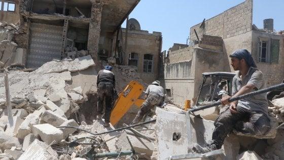Siria, ong: 25 morti in un raid aereo vicino Aleppo, due sono bambini