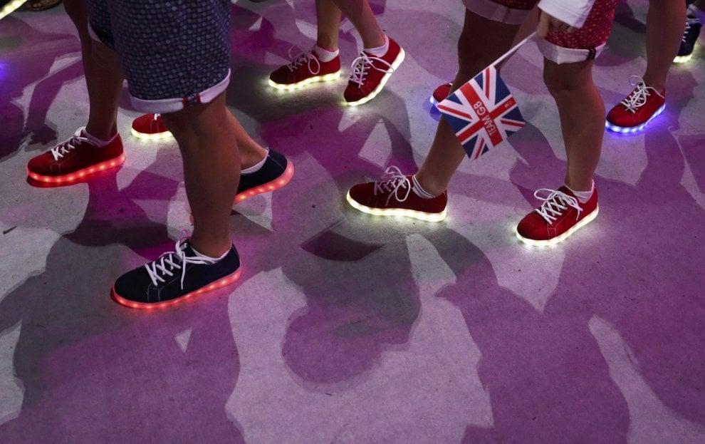Rio 2016, luci ai piedi degli atleti: al Maracanà con le scarpe luminose