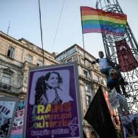 Turchia, Lgbt in piazza a Istanbul: in centinaia chiedono giustizia per Hande Kader