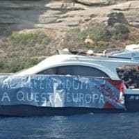 Ventotene, blitz di Alemanno in barca: ''No a questa Europa''