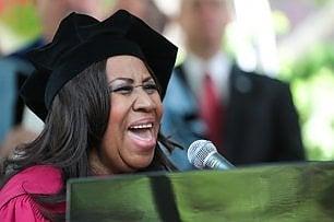 Aretha Franklin cancella show per ordine dei medici
