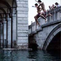 """Venezia e il turismo cafone, le proposte di Zaia: """"Daspo a chi sporca e arrivi su..."""