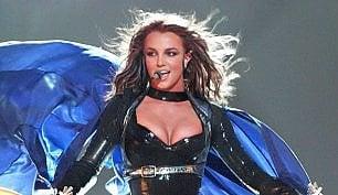 Britney Spears è benefica, l'aiuto agli alluvionati della Louisiana