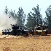 Carri armati turchi in Siria, bombardate le postazioni dell'Is. Ma l'obiettivo è fermare anche i curdi
