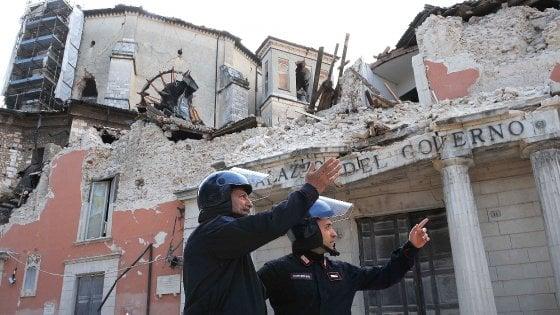 Terremoto amatrice la terra trema anche in abruzzo all 39 aquila torna la paura - Casa senza fondamenta terremoto ...