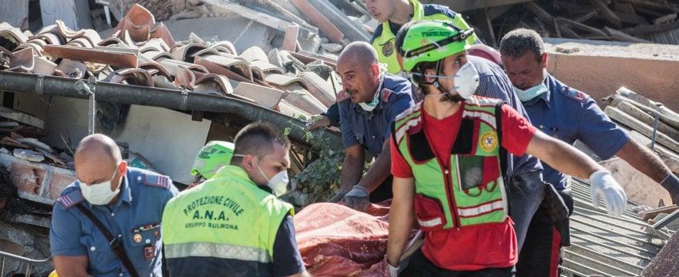 Terremoto 6.0 devasta il centro Italia: almeno 38 morti. Si scava fra le macerie. Amatrice, Accumoli e Arquata del Tronto i centri più colpiti