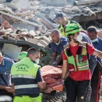 Terremoto 6.0 devasta il centro Italia: almeno 38 morti. Si scava fra le macerie....