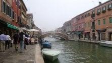 Venezia, saponi e detersivi nei canali