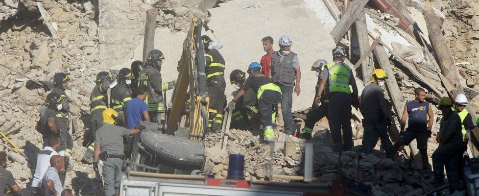 Terremoto 6.0 devasta il centro Italia. Centinaia fra morti e feriti. Si scava fra le macerie. Amatrice, Accumoli e Arquata i centri più colpiti