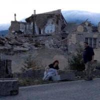 Terremoto, la Pietà di Amatrice: foto simbolo per i social