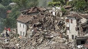 Le cinquanta fotografie del sisma