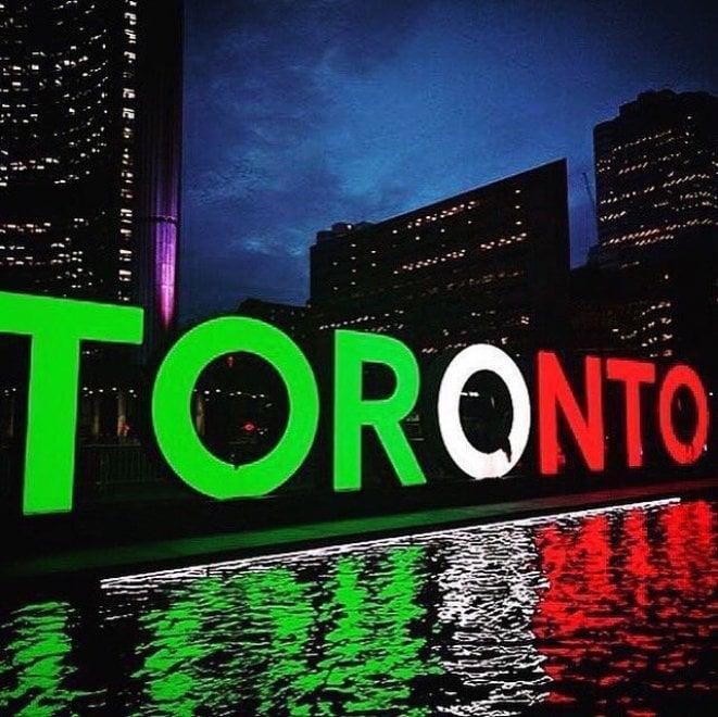 Terremoto, da Toronto a Dallas: il tricolore illumina le città del mondo