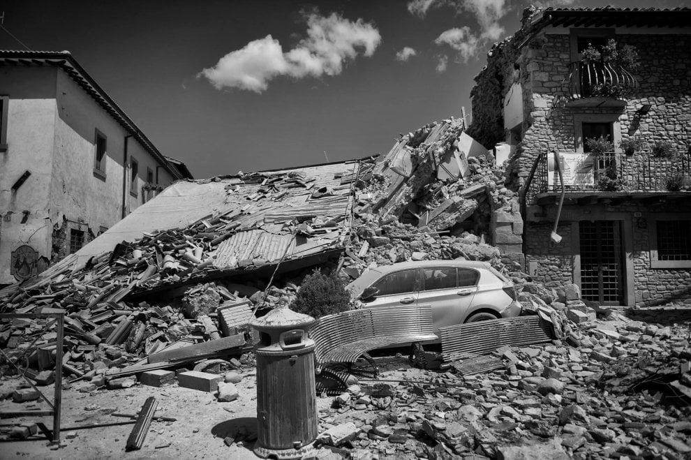 Terremoto, il fotoracconto in bianco e nero