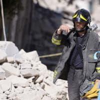 Terremoto, quegli angeli tra le macerie: il lavoro dei soccorritori