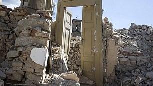 Quando restano solo le porte varchi aperti sulla tragedia