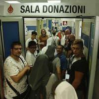 """Terremoto, in fila tra i donatori di sangue. Genitori e figli insieme: """"Poteva capitare..."""