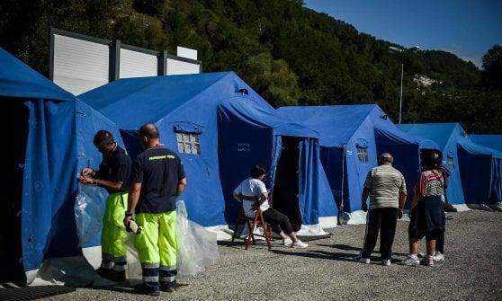 """Terremoto, l'impegno dei volontari commuove il Paese: """"Ma serve gente qualificata"""""""