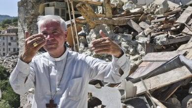 """""""Padre, Dio ci ha abbandonato"""". La via crucis del vescovo tra gli sfollati"""