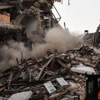 Terremoto, sale a 267 morti il bilancio delle vittime. Nuova violenta scossa