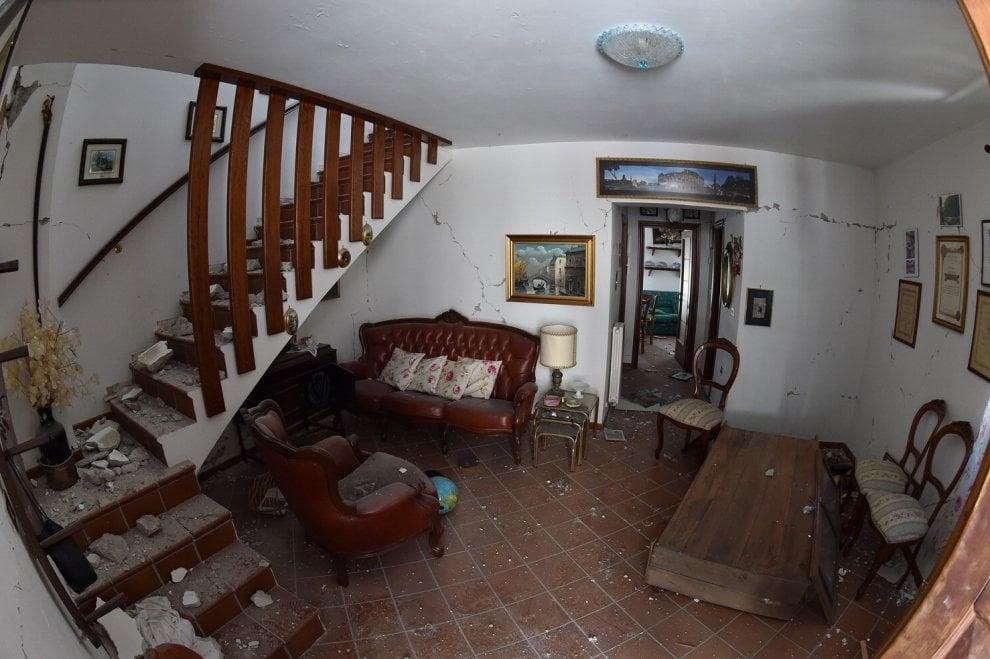 Terremoto, il salone, il soggiorno, la camera da letto. Gli interni ...