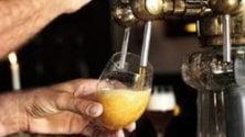 Birre artigianali mettono alle strette i colossi: 5.500 tagli per AB Inbev