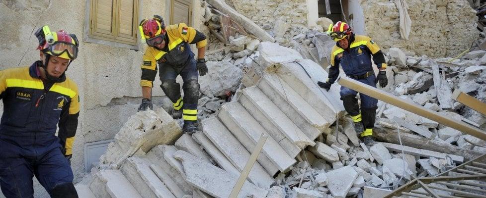 """Terremoto, 283 vittime. Nelle Marche non ci sono più dispersi. Il governo: """"Centri saranno ricostruiti come erano"""""""