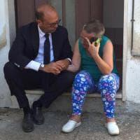 Terremoto, il ministro Alfano consola la sfollata ad Arquata del Tronto