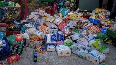 """Troppo grande lo slancio di chi dona """"Basta cibo, servono soldi e posti letto"""""""