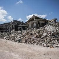 """Terremoto, l'accusa del procuratore: """"Palazzi con più sabbia che cemento"""""""
