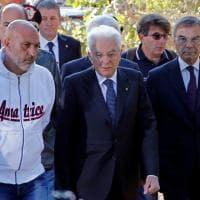 Mattarella visita Amatrice e incontra i soccorritori: ''Grazie  per quello che fate''