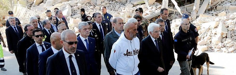 """Amatrice, Mattarella ai soccorritori: """"Grazie""""   video   -   foto         Sisma, 284 morti  / Altre scosse. Alle 11.30 funerali solenni   live tv"""