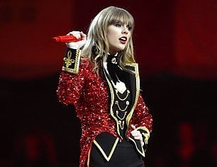 Taylor Swift, altri 50.000 dollari per gli alluvionati
