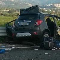Tragedia all'alba sulla statale Jonica: morti padre, madre e un figlio