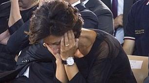 Il  pianto  di Agnese Renzi   Video In  prima fila  con le autorità