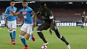 Serie A in campo col lutto C'è Khedira: Juve batte Lazio  Napoli, prima gioia: Milan ko