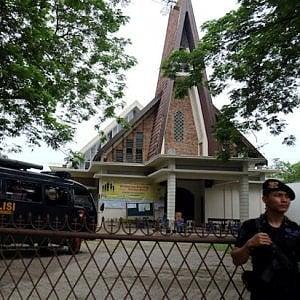 Indonesia, attentato in chiesa: uomo fa esplodere bomba, 4 feriti