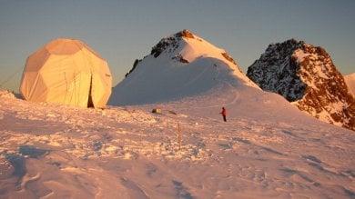 Aosta, tre alpinisti morti sul Monte Rosa  precipitati per 800 metri   foto   -   video