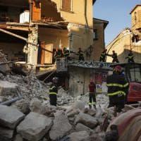Terremoto, altre 3 vittime sotto Albergo Roma. Scuola crollata, appalto a ditta sotto...