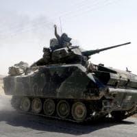 Siria, 40 civili uccisi in attacchi turchi. Razzi curdi contro aeroporto di Diyarbakir