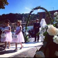 Terremoto, oggi sposi dopo la paura. La cerimonia all'aperto di Martina e Ramon