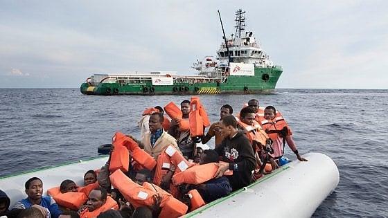 """Migranti, la denuncia di Msf: """"Spari da sconosciuti contro una nostra nave di soccorso"""""""