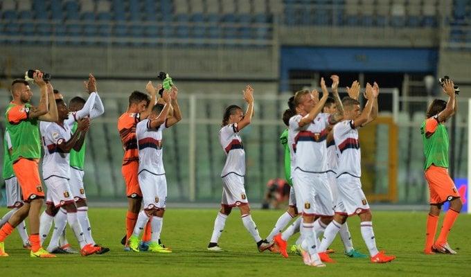 Crotone-Genoa 1-3: Pavoletti fa sognare i rossoblu