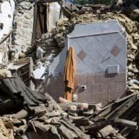 """Terremoto, il piano del governo: 3 miliardi all'anno, """"Via dalle tende in un mese"""""""
