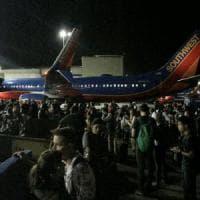 """Los Angeles, aeroporto chiuso per falso allarme terrorismo: """"Spari, c'è un uomo armato"""""""