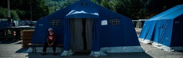 Sisma, il governo: via dalle tende entro un mese