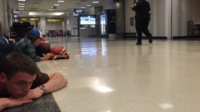 Los Angeles, aeroporto chiuso per ore per allerta su presunto terrorista armato