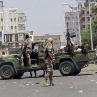 Yemen, attentato dell'Is ad Aden contro sede della milizia: 60 morti