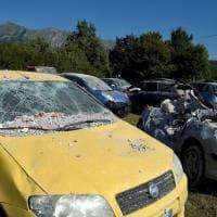 Terremoto, il cimitero delle auto ad Amatrice