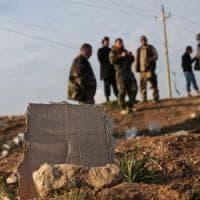 Stato Islamico, almeno 72 fosse comuni con migliaia di corpi tra Siria e
