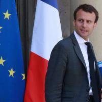 Francia, Macron pronto alle dimissioni per lanciare la sua corsa all'Eliseo